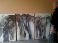 Triptyque d'éléphants en marche