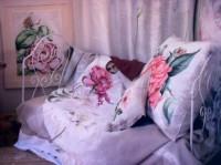 Couvre lit coussin et pouf peints sur lin