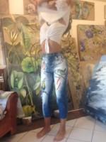 Peinture sur jean et autres vêtements costumisés à la demande.